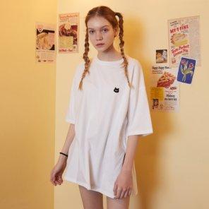 [LALA] 루즈핏 LALA 와펜 티셔츠 (AL1CT3A1)