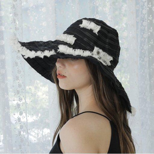 Soft frill hat - Black / White