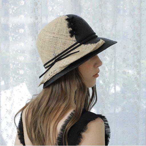Lady-Avant-garde cloche hat