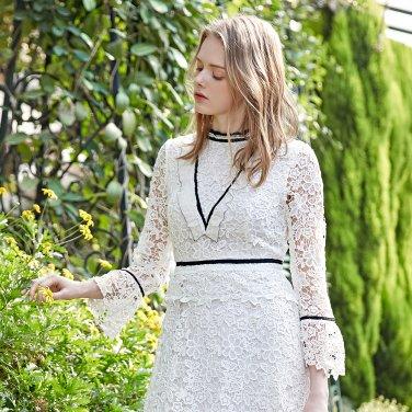 셀럽 전소* 착용[S BLANC] S182A674A_스텔라 테이핑 포인트 레이스 드레스