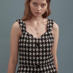블랙 트위드 라운드 골드 버튼 슬립 드레스