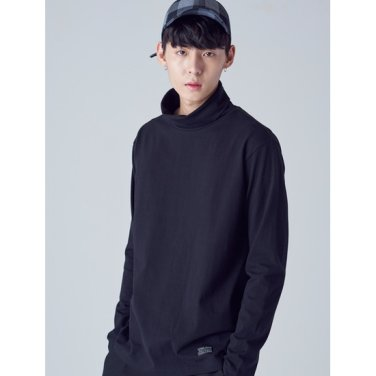 남성 블랙 코튼 솔리드 라벨링 터틀넥 티셔츠 (268941TY45)